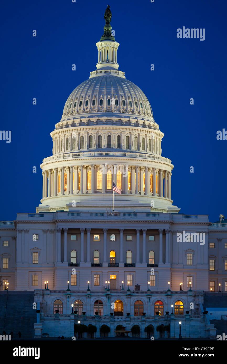 Campidoglio degli Stati Uniti alla fine del National Mall di Washington in prima serata Immagini Stock