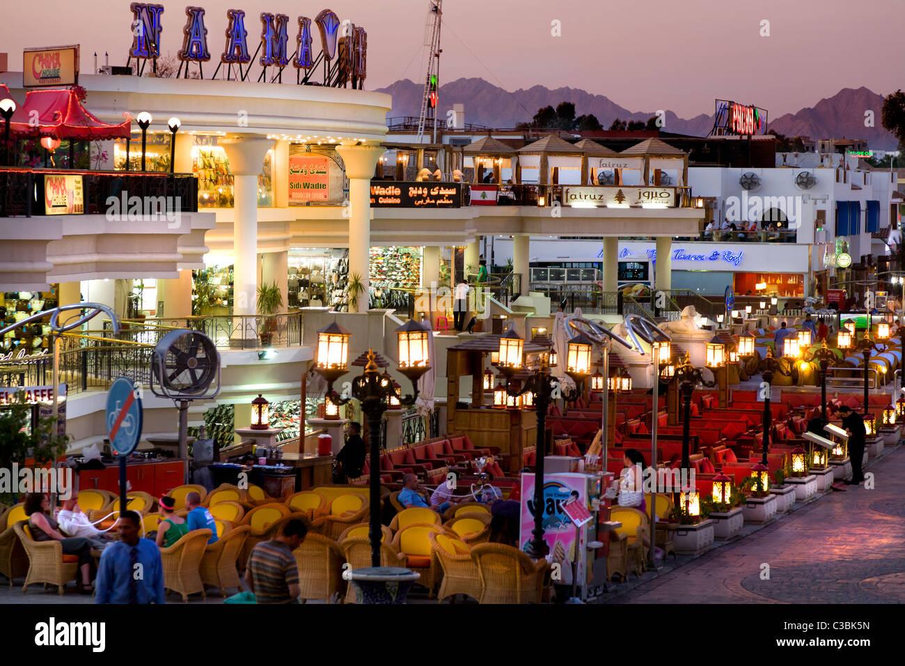 Ingresso esterno del centro di Naama shopping mall a naama bay, sharme el Sheik. Egitto il re del Bahrein street Immagini Stock