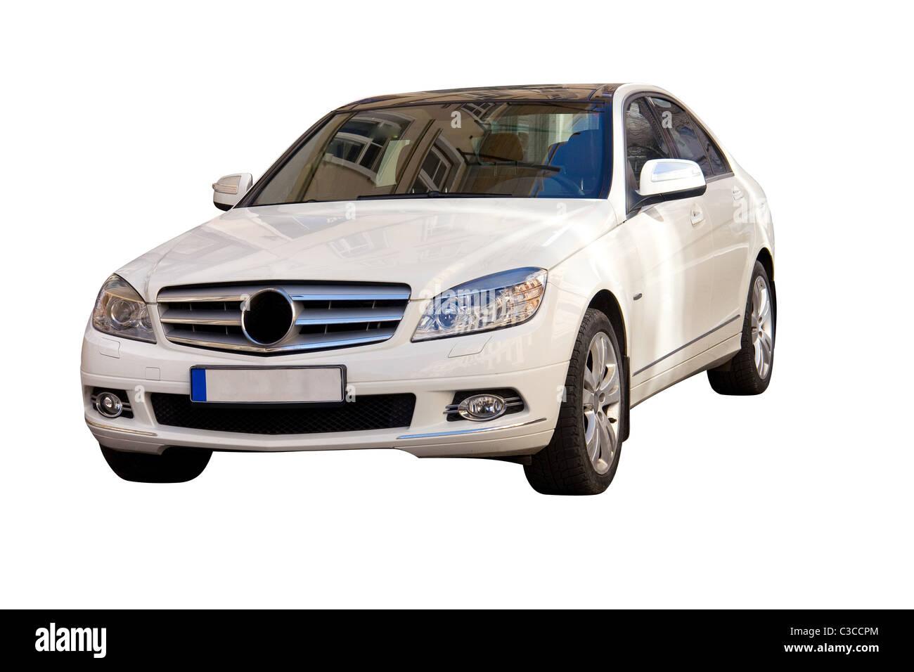 Nuovo e moderno di colore bianco auto di famiglia su sfondo bianco Immagini Stock