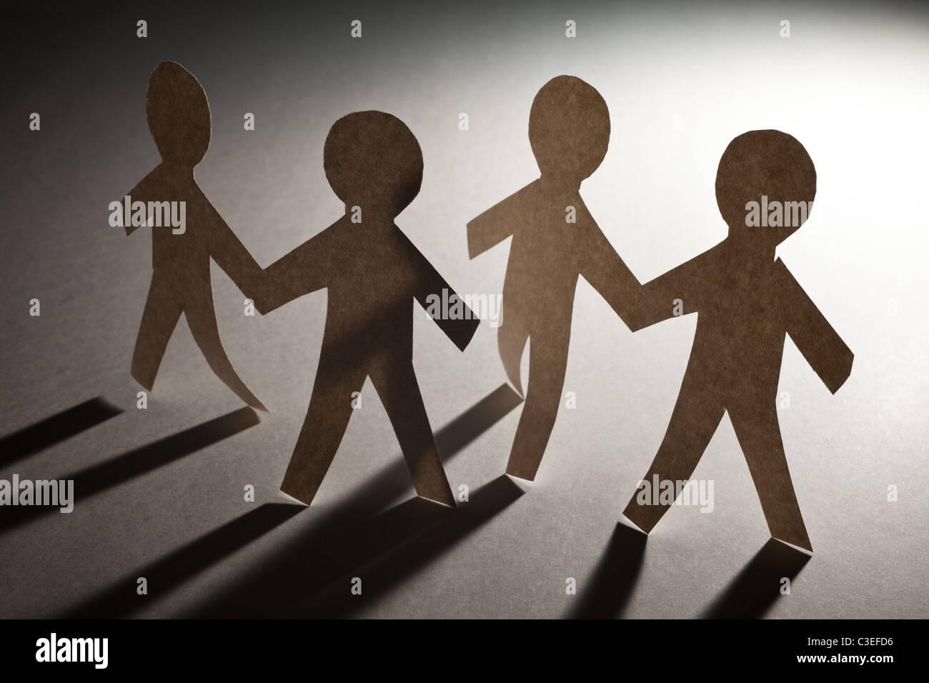Catena di carta uomini, concetto di lavoro di squadra Immagini Stock