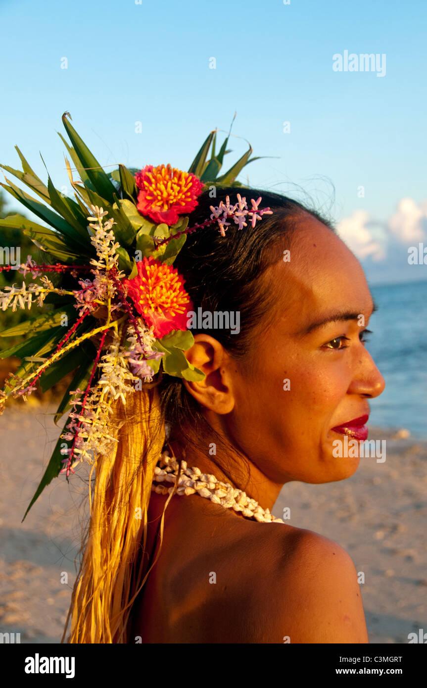 Bella polinesiana ballerino di fuoco di eseguire allo Shangri La Resort ,Coral Coast ,isola di Viti Levu, Isole Immagini Stock