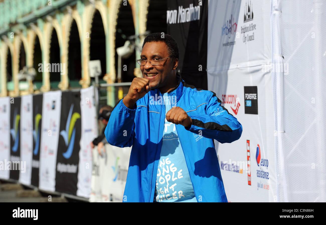Brighton Marathon 2011 - Michael Watson al traguardo Immagini Stock