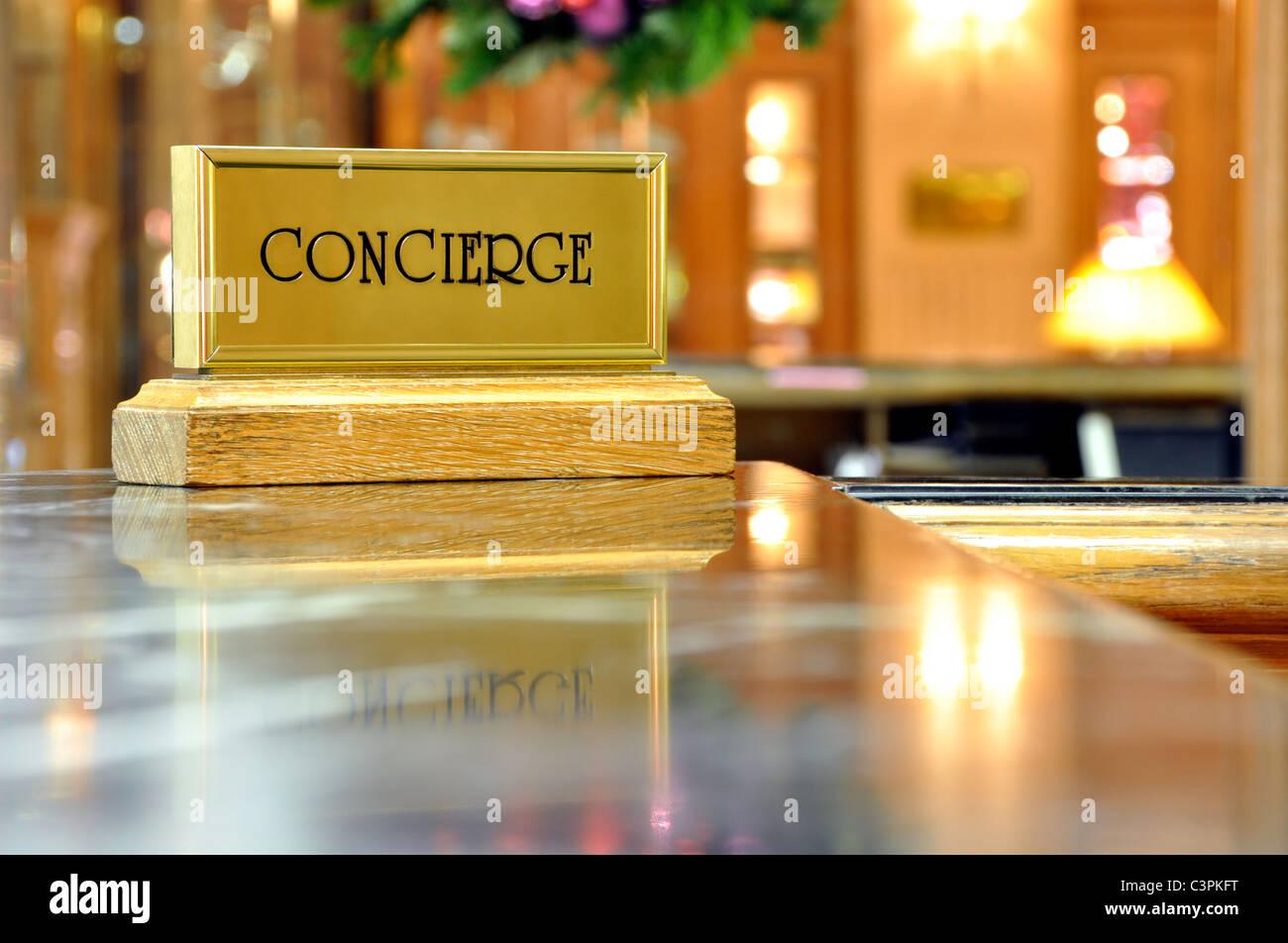 Servizio di Concierge in un hotel di lusso Immagini Stock