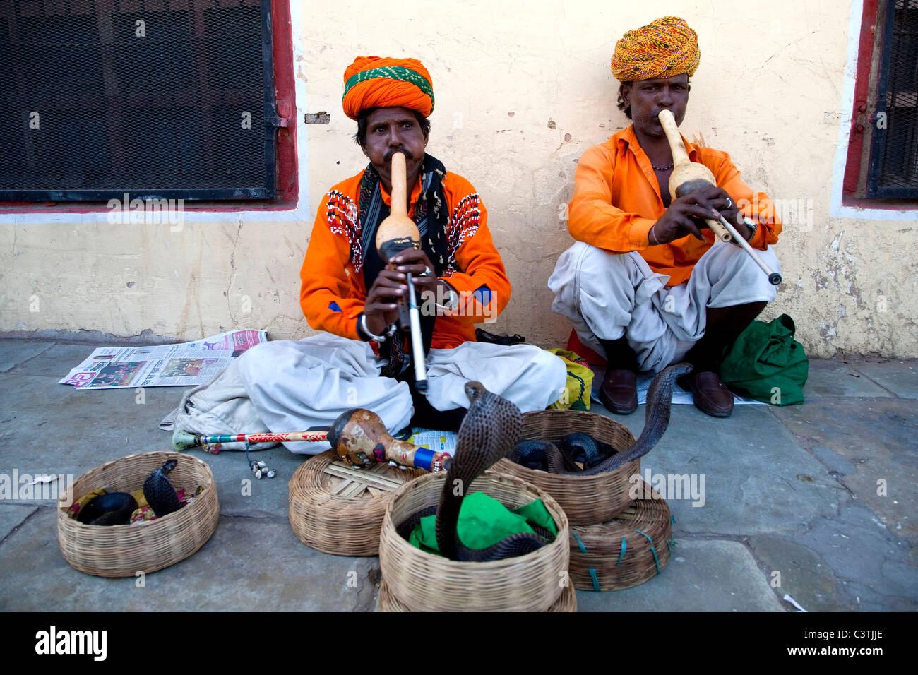 Incantatori di serpenti, Jaipur, Rajasthan, India, Asia Immagini Stock