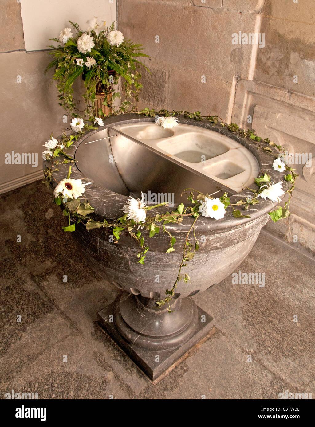 Fonte battesimale della chiesa battista di San Nicolas Santa Claus Coruna Spagna Immagini Stock
