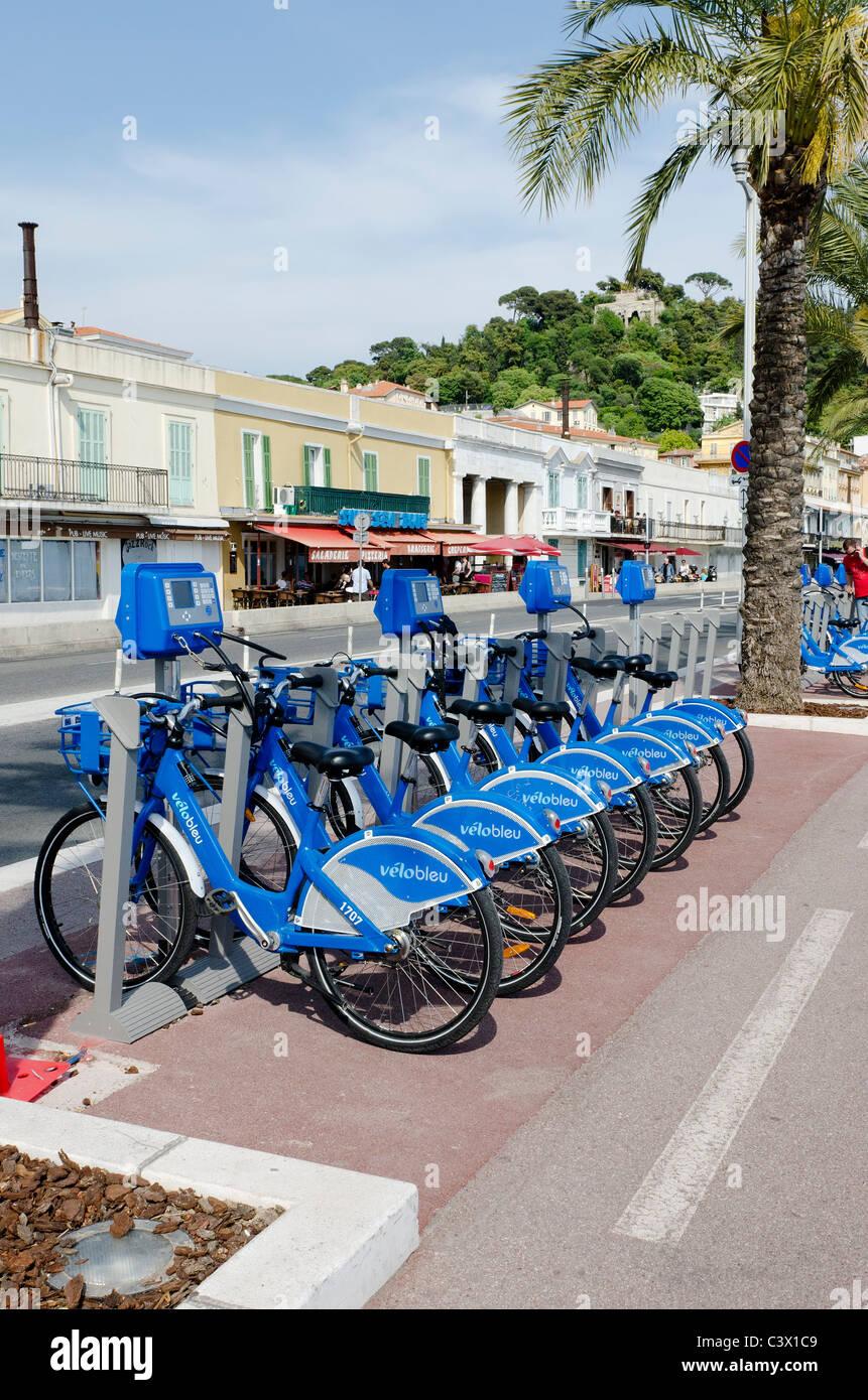 Possibilità di noleggio bici opportunità in Costa Azzurra includono il Velo Bleu sistema operante in città Immagini Stock