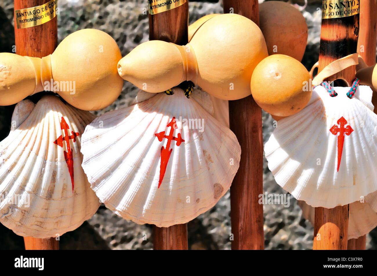Spagna Galizia: Simboli della Saint James titolo pellegrinaggio a Santiago de Compostela Immagini Stock