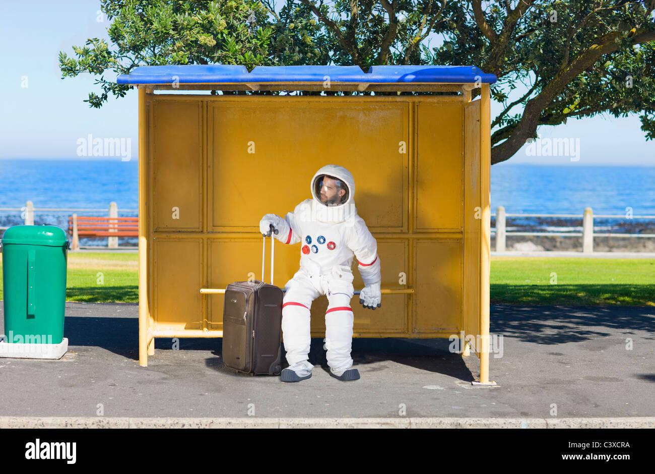 Astronauta in attesa per il servizio navetta Immagini Stock