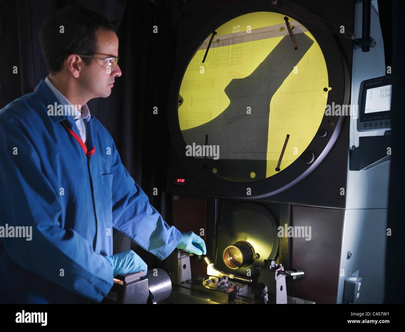 Ingegnere utilizzando shadow grafico Immagini Stock