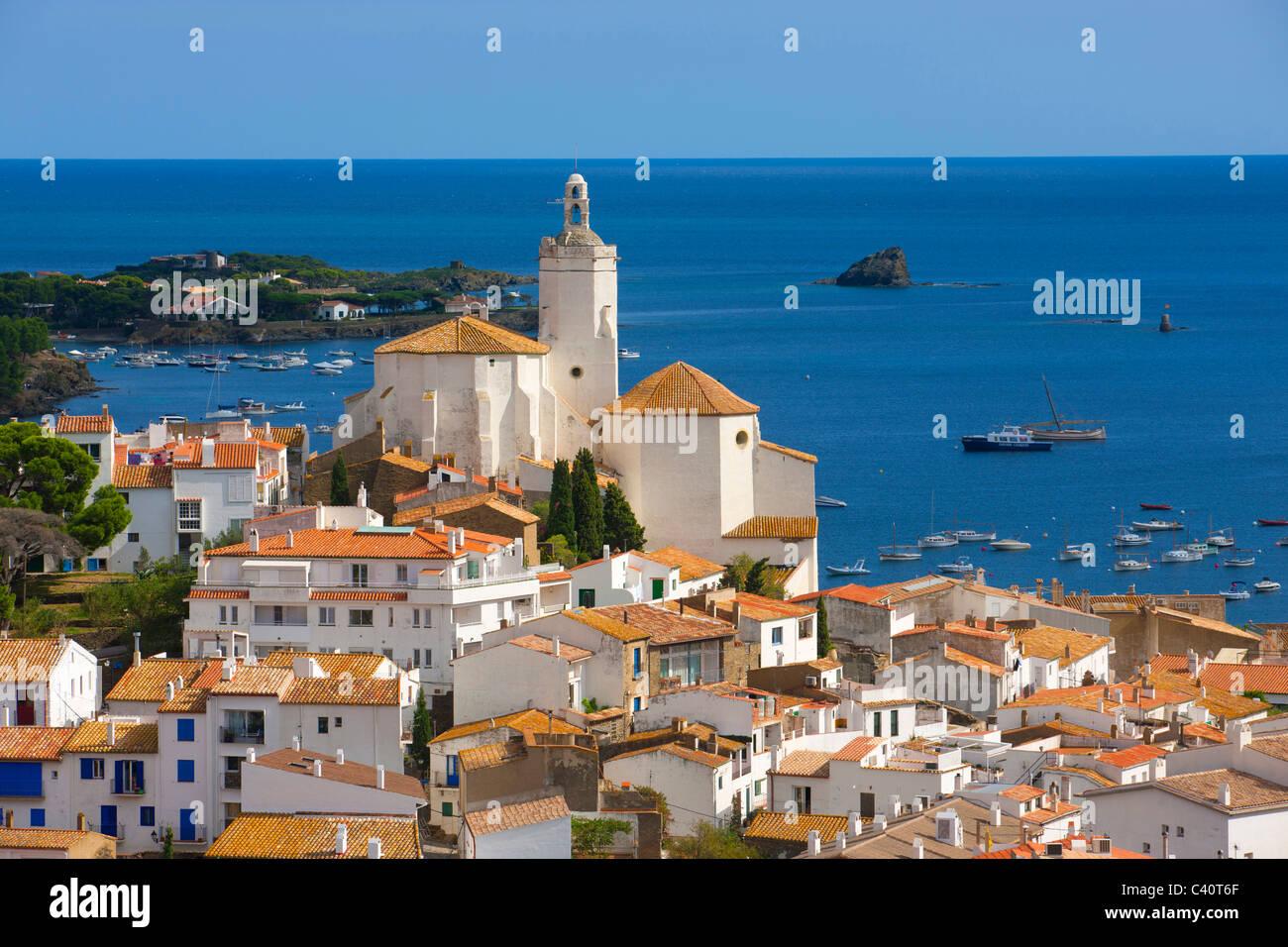 Cadaqués, Spagna, Europa, Catalonia, Costa Brava, Mare, Mare mediterraneo, costa, villaggio, case, case, chiesa, Immagini Stock