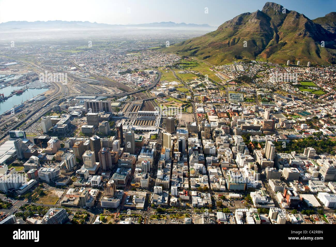 Vista aerea degli edifici del CBD di Città del Capo in Sud Africa. Immagini Stock