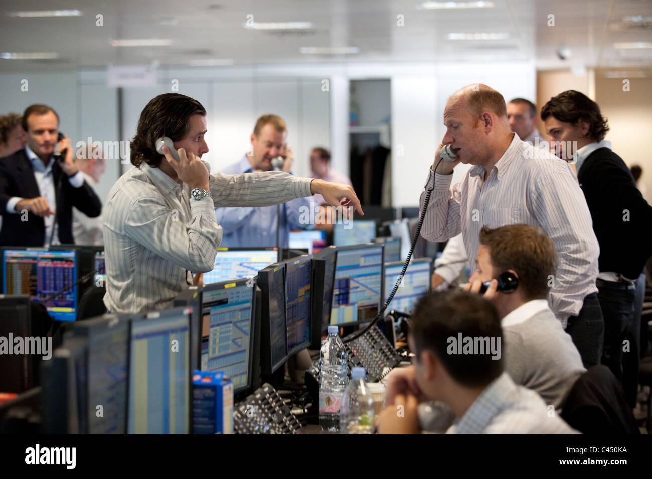BGC voce + elettronica società di brokeraggio di trading floor , dove gli operatori di competere sui prezzi, Immagini Stock