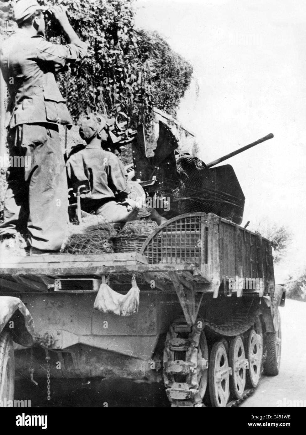 Un tedesco di 2 cm cannone antiaereo protegge contro aerei alleati, 1943 Immagini Stock