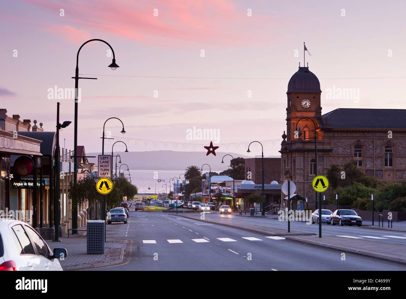 Vista del Municipio e York Street al crepuscolo. Albany, Australia occidentale, Australia Foto Stock