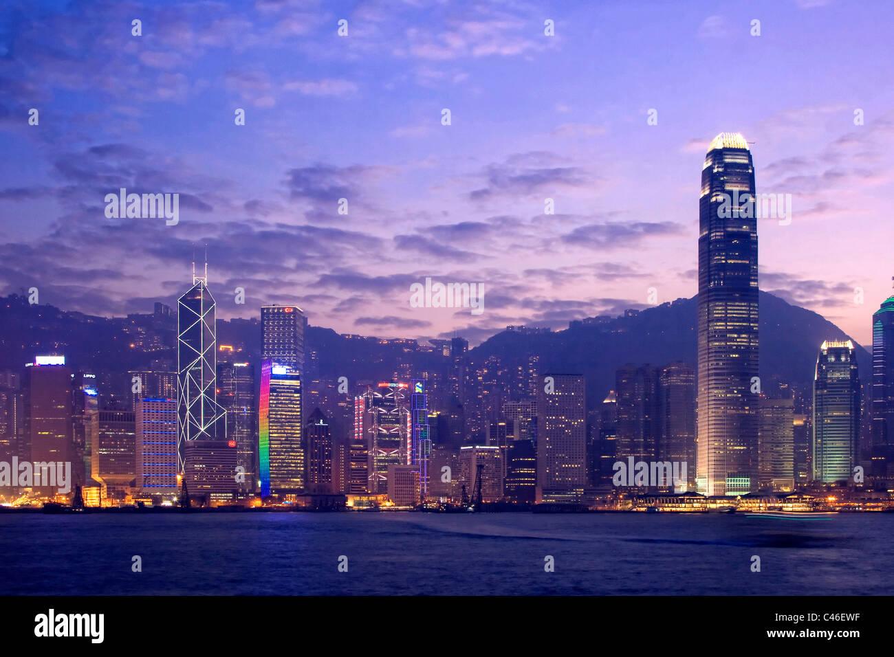 Victoria Harbour e la skyline di Hong Kong, Hong Kong, Cina Immagini Stock