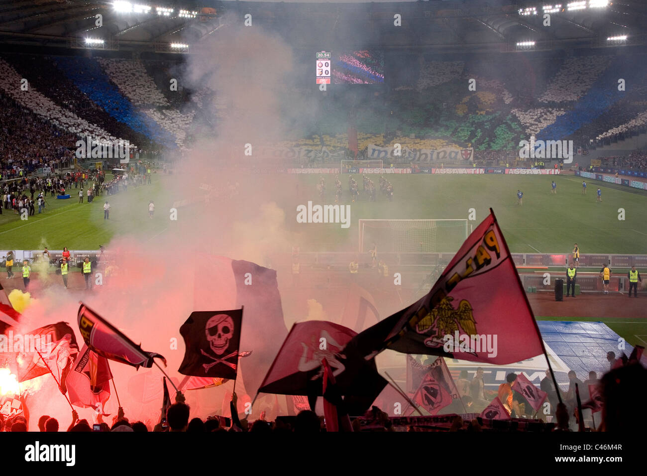 Palermo i tifosi di calcio allo stadio Olimpico di Roma prima le finali della Coppa Italia contro Inter e Milan Immagini Stock