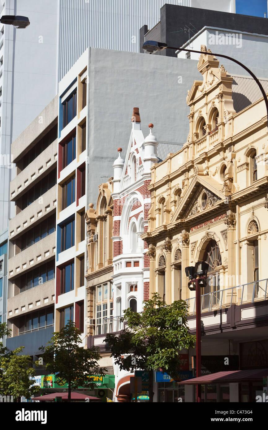 Moderno e architettura coloniale su Barrack Street. Perth, Western Australia, Australia Immagini Stock