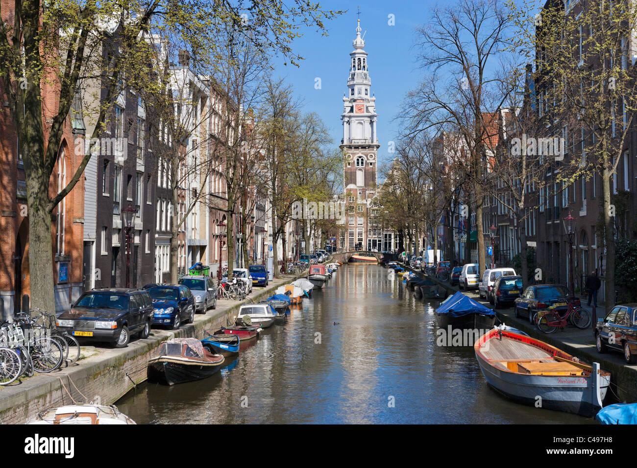 La Zuiderkerk alla fine del canal Groenburgwal in primavera, Amsterdam, Paesi Bassi Immagini Stock