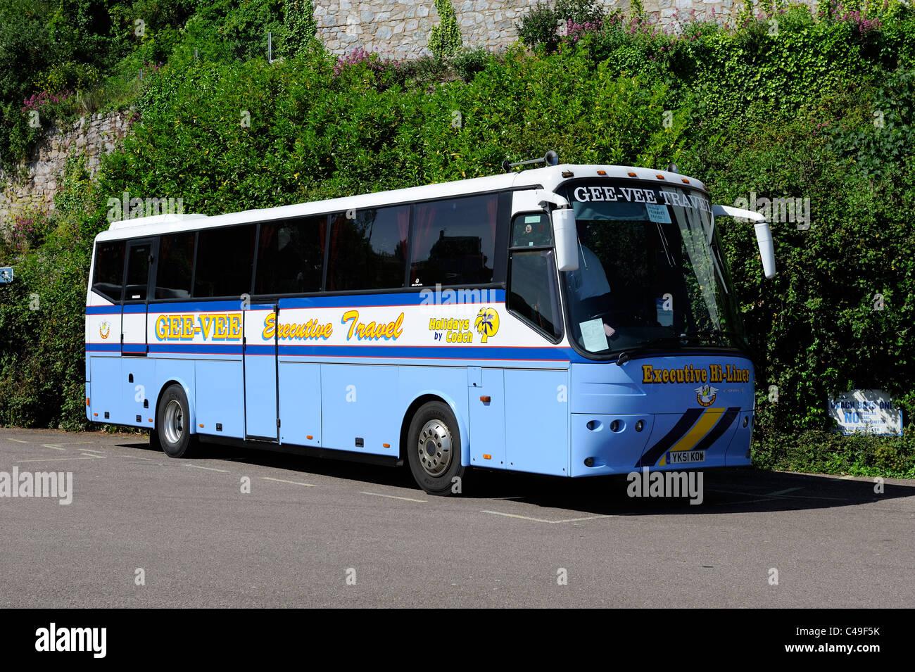 Executive Travel autobus parcheggiato fino a Brixham Devon England Regno Unito appartenenti al gee vee pullman di Foto Stock