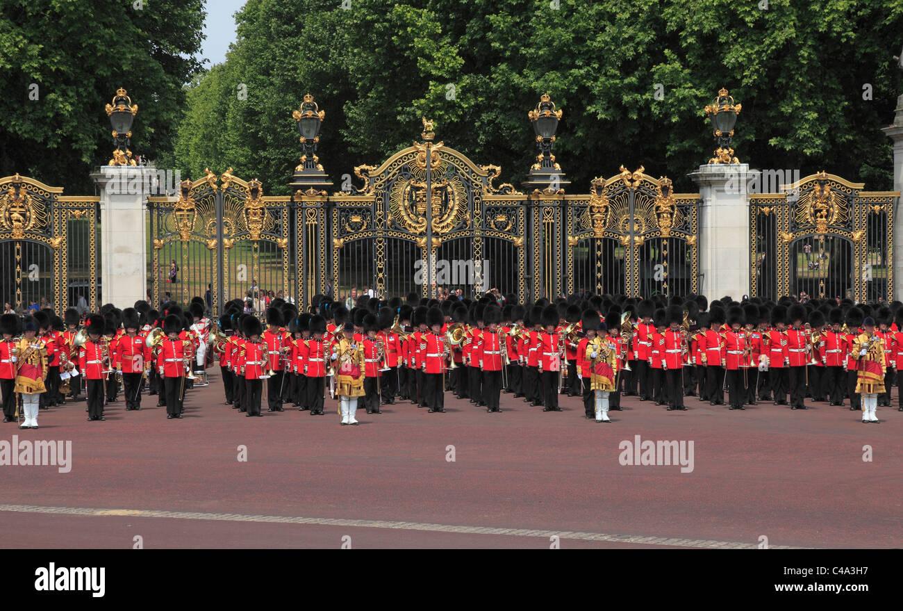 Granatiere protezioni a Canada Gate Buckingham Palace Immagini Stock