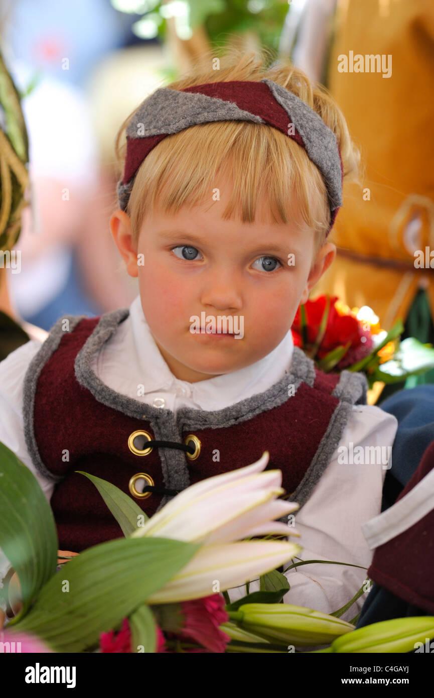 vendite calde pregevole fattura presentando Un giovane bambino come interprete dell'annuale parata ...