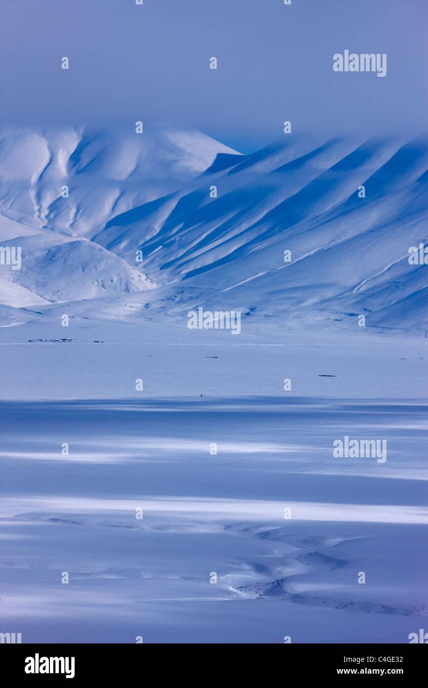 Il Piano Grande in inverno, Parco Nazionale dei Monti Sibillini, Umbria, Italia Immagini Stock