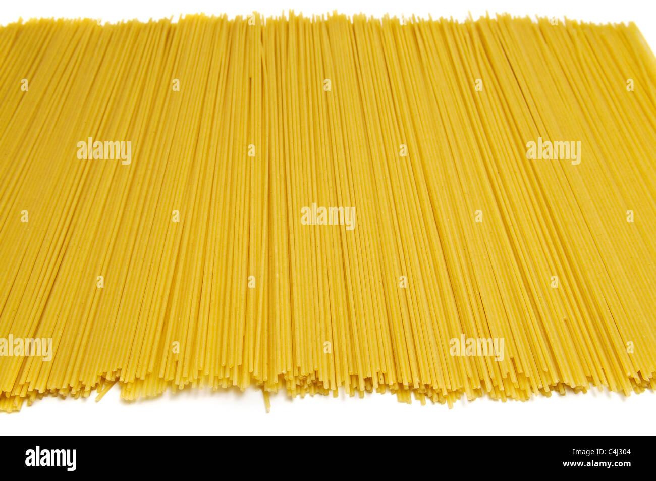 La pasta italiana su sfondo bianco Immagini Stock
