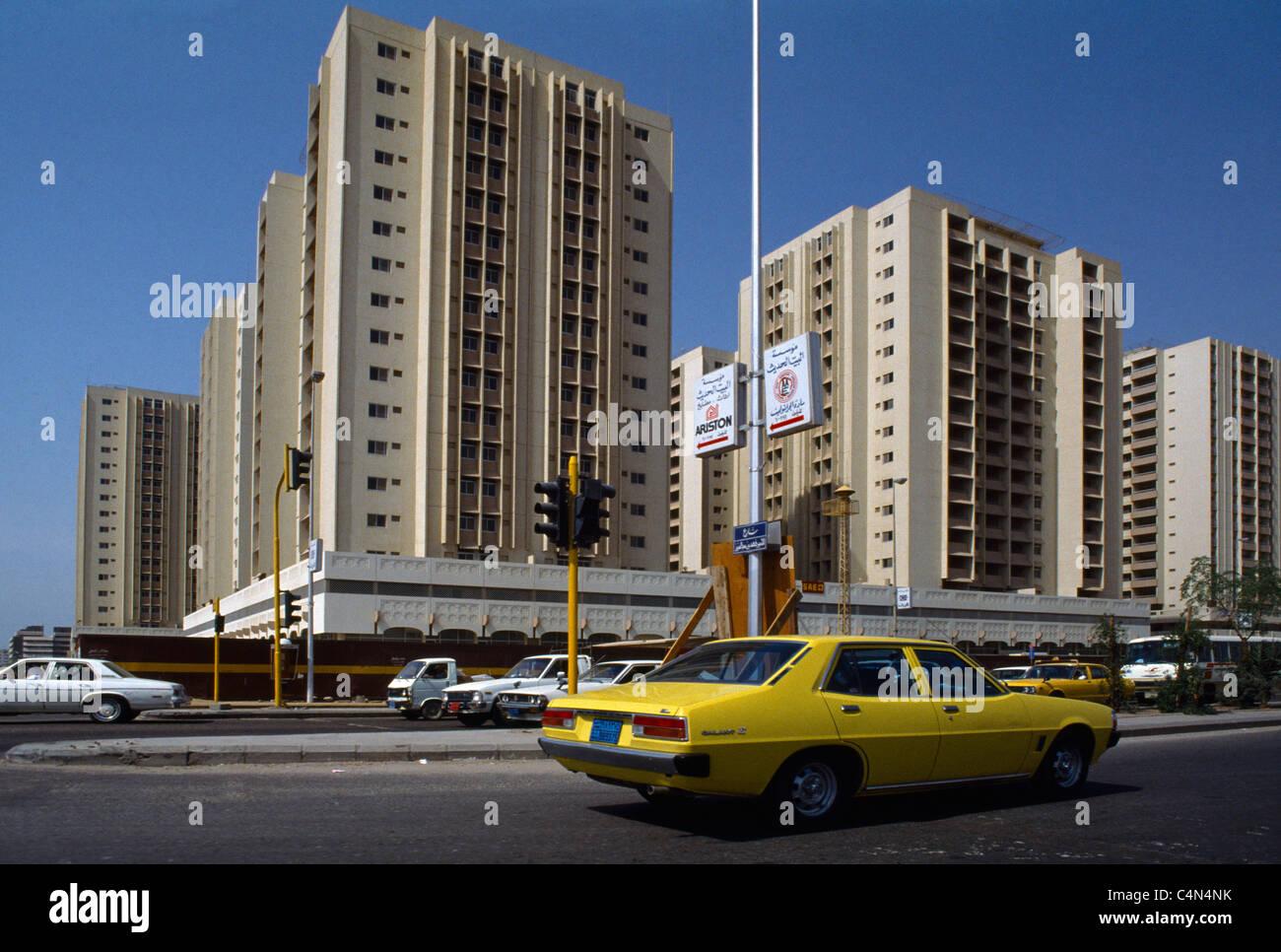 Riyadh Saudi Arabia Street scene del traffico su strada con le luci del traffico Immagini Stock