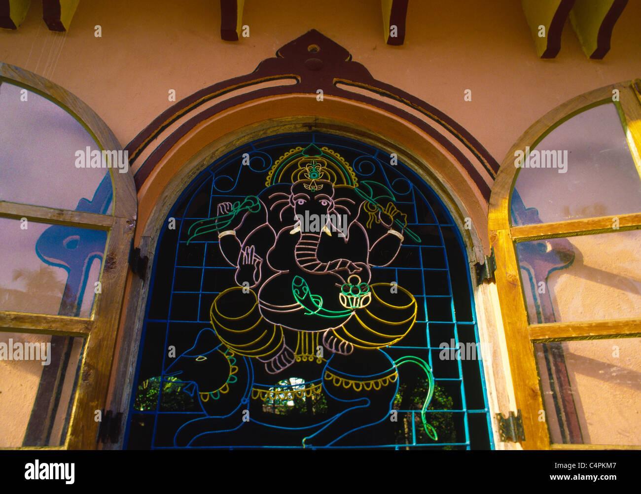 Ganesha o Ganesh, un elefante con testa di divinità Indù con panciuta il corpo dell uomo, Goa, India Immagini Stock