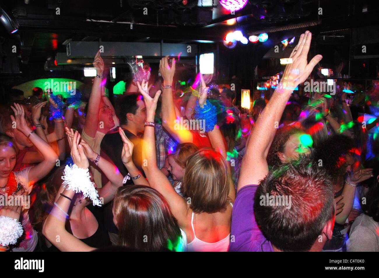 Gli adolescenti in una discoteca di spagnolo Immagini Stock