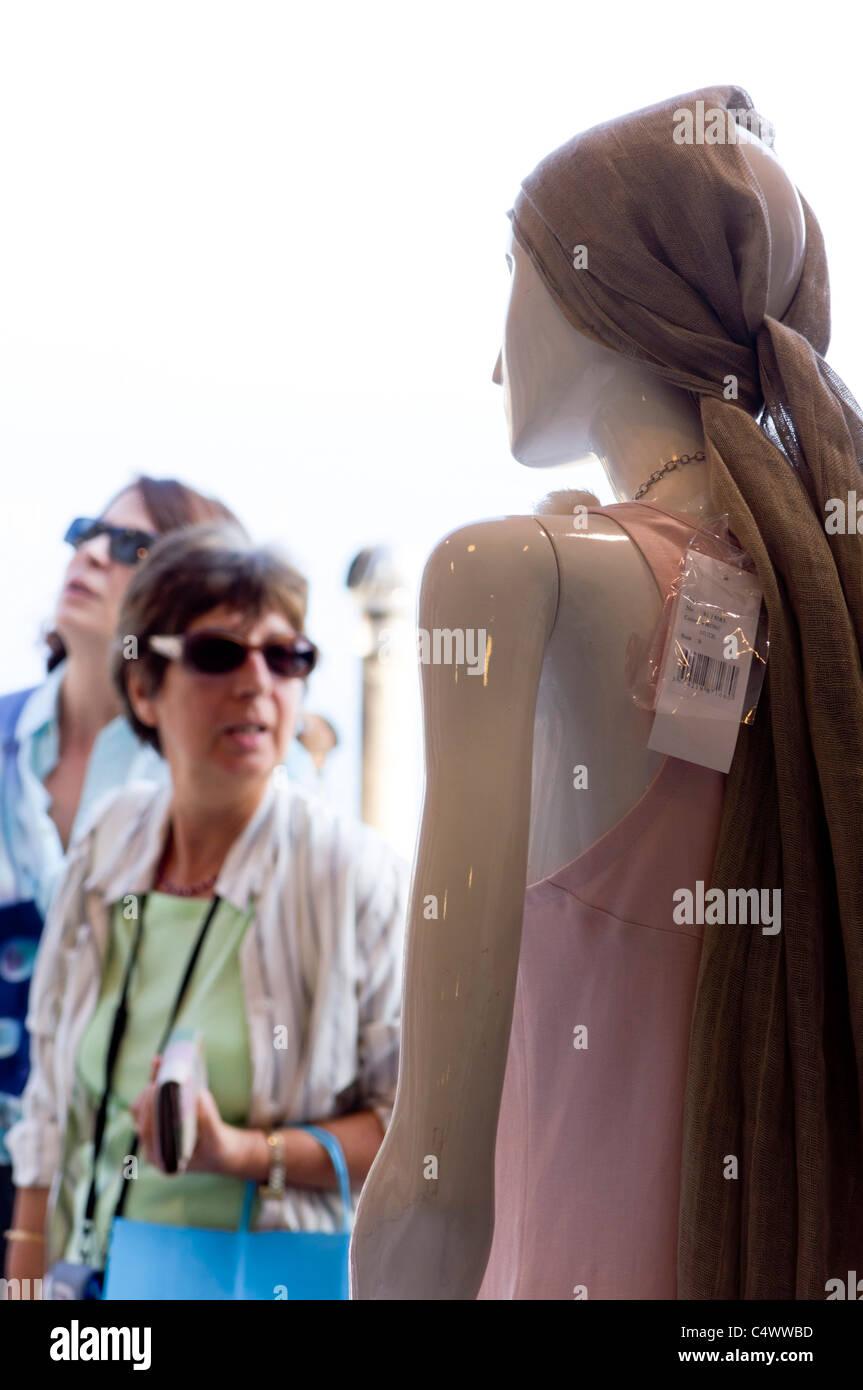 Italia - Positano. Ritiene turistiche offerte di moda, 'moda Positano'. Immagini Stock