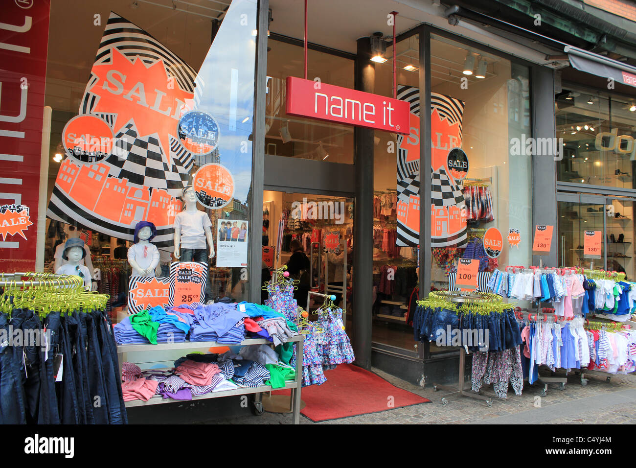 Baby Clothes Shop Immagini   Baby Clothes Shop Fotos Stock - Alamy 3c7eec80698