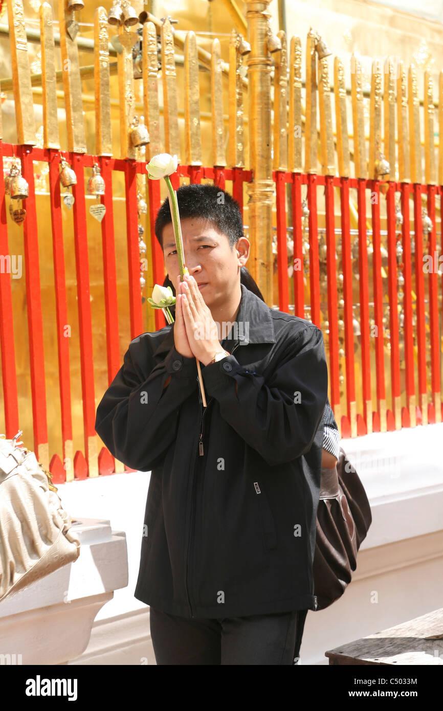 Thailandia, essenza di masterizzazione in un tempio, Immagini Stock