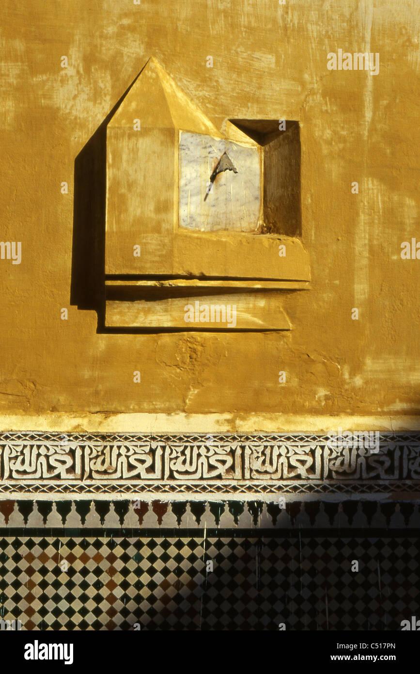 Meridiana sulla parete, Meknes, Marocco Immagini Stock