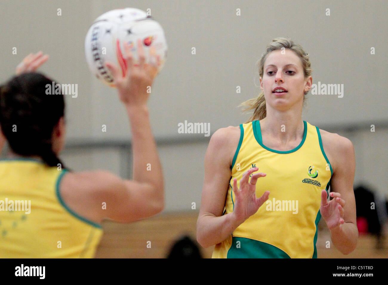 Laura Geitz di Australia durante una sessione di formazione in testa fino alla missione Foods World Netball Championships Immagini Stock