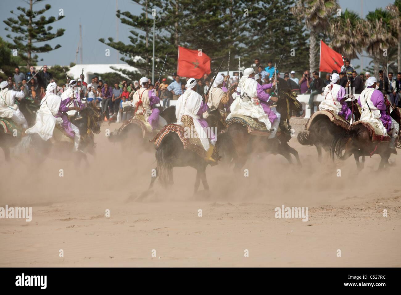 Fantasia sulla spiaggia di Essaouira durante il festival di musica, la Gnaoua Immagini Stock