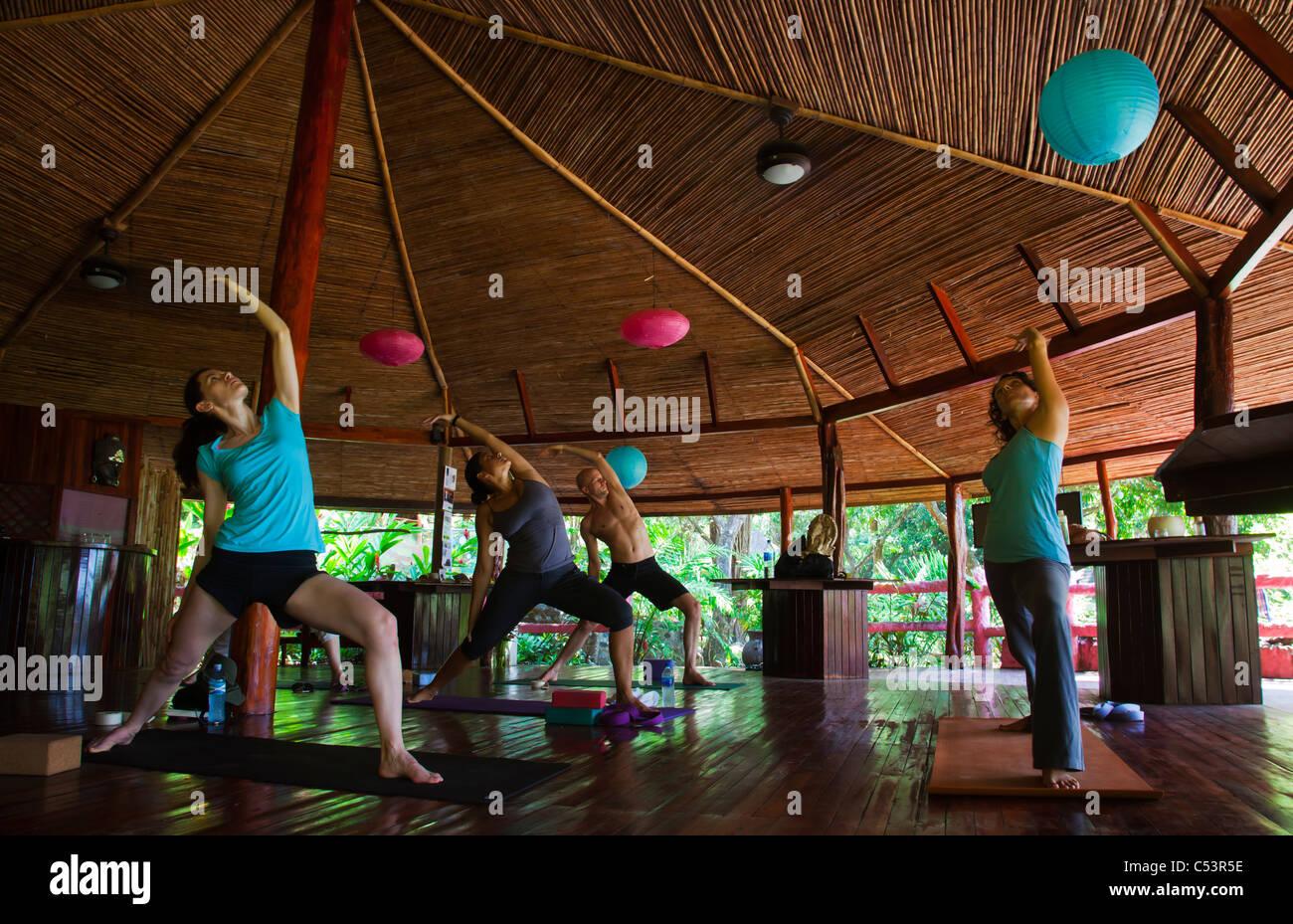 Yoga classe a Montezuma Yoga School Los Mangos hotel Immagini Stock