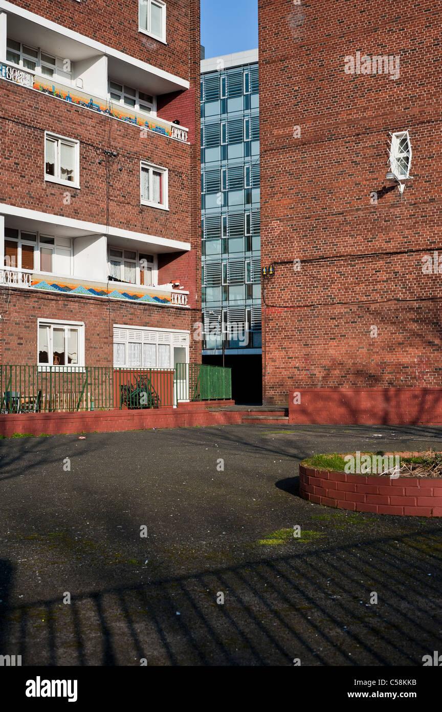 Kevin Street corporation appartamenti come visto da Kevin Street con Aungier Street DIT in tra Immagini Stock