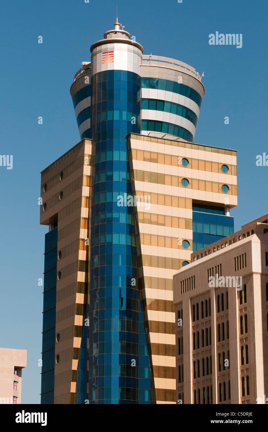 Il Bahrain, Manama, Bahrain Financial Harbour, alte torri, architettura moderna Immagini Stock