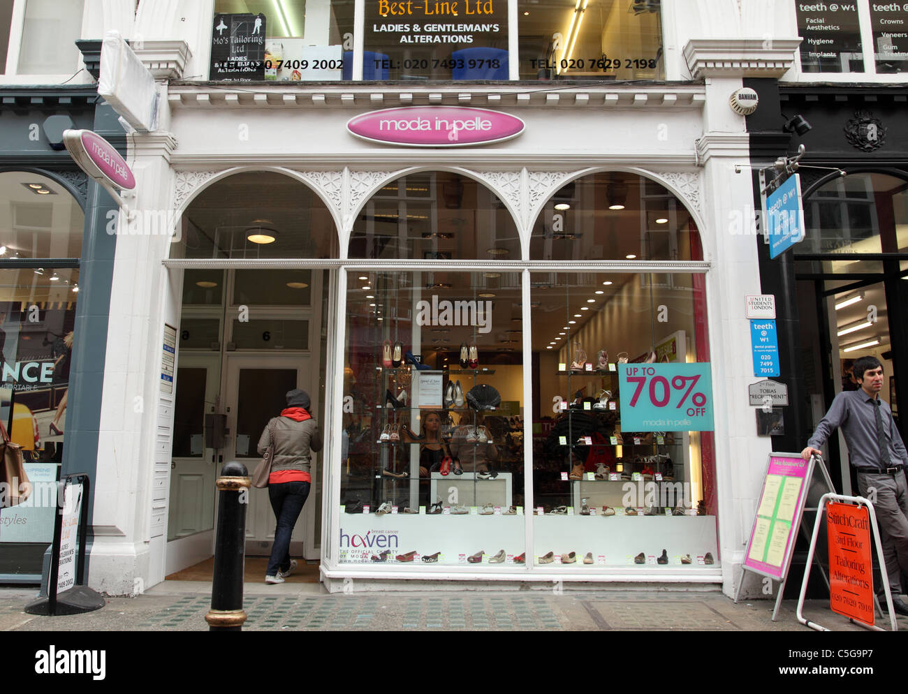 Una Moda in Pelle store su South Molton Street, London, England, Regno Unito Immagini Stock