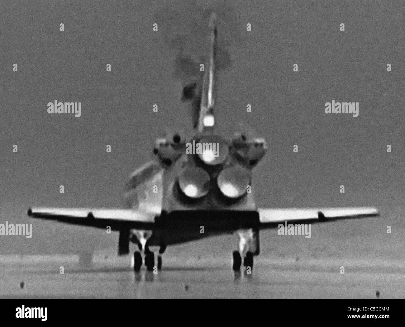 Atlantis restituisce - touchdown immagine termica invertito per fornire positivo - ultima navetta spaziale atterra Immagini Stock