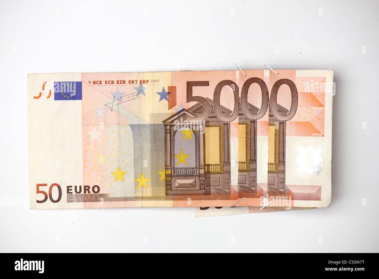 Tre 50 banconote pinzati insieme in modo che il valore for Badezimmer 5000 euro