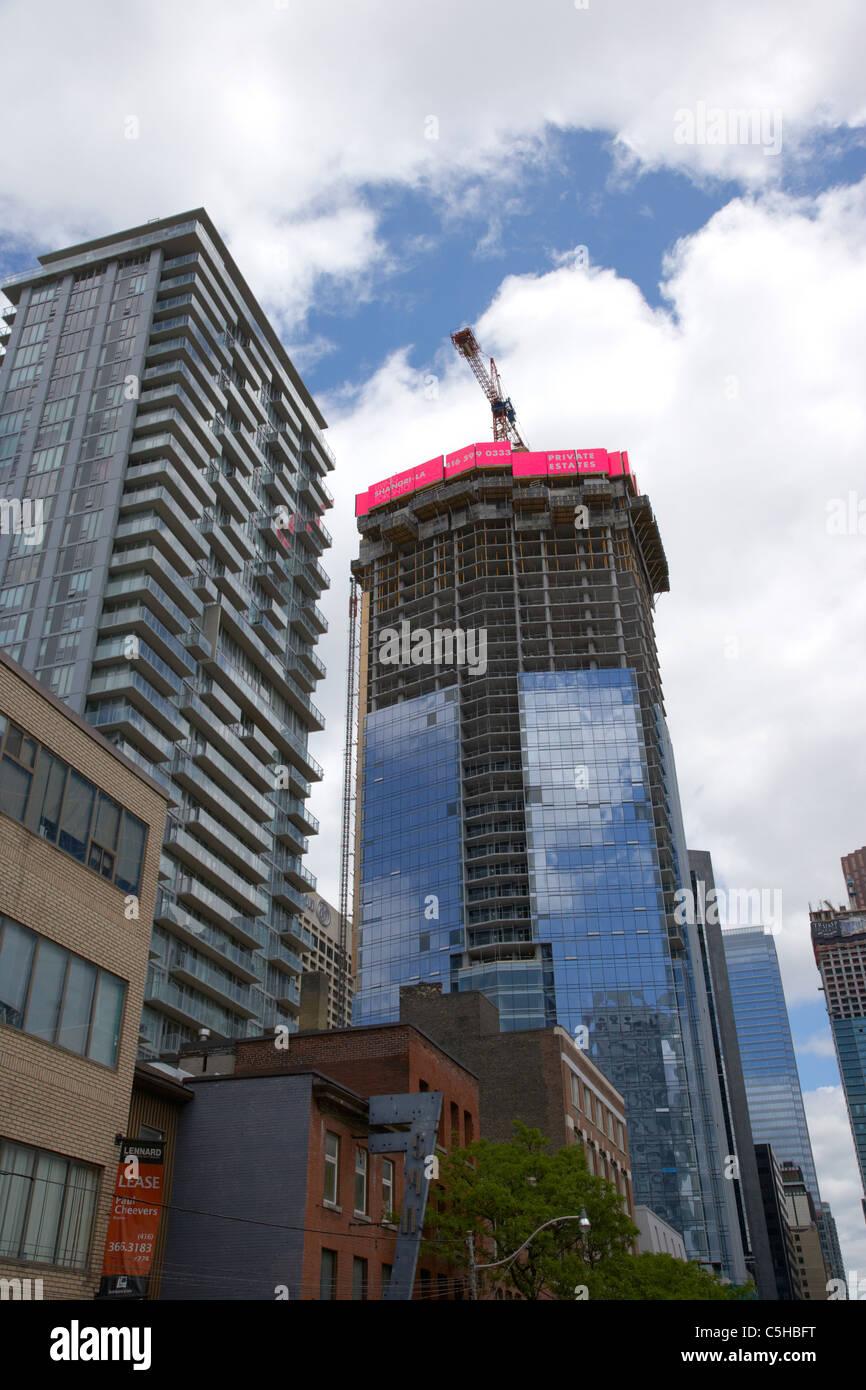 Nuovo hotel Shangri-la si e torre di condominio in costruzione toronto ontario canada Immagini Stock