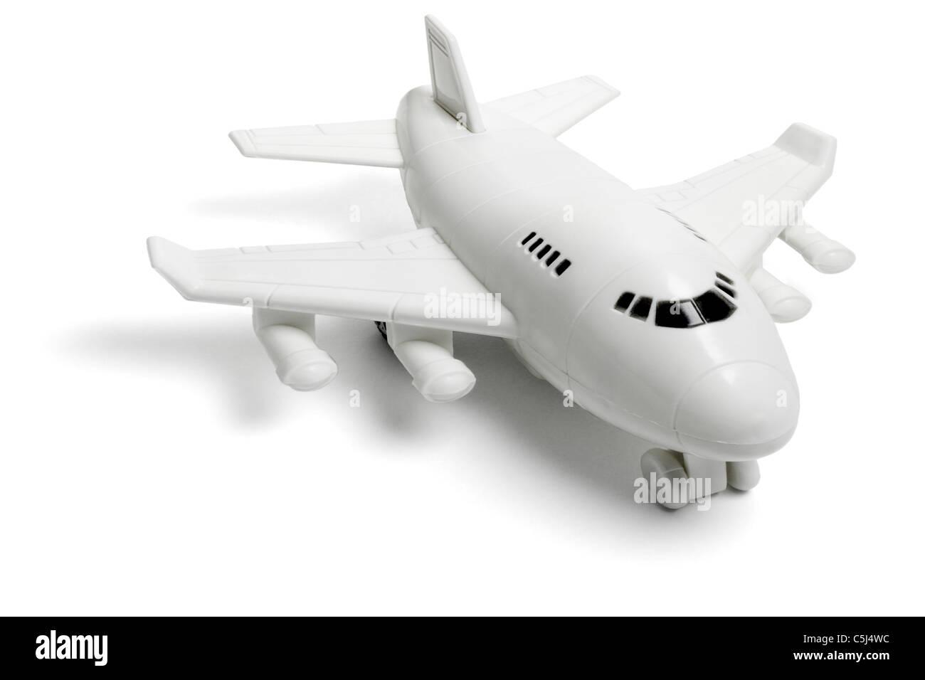 Giocattolo di plastica jet del passeggero aereo su sfondo bianco Foto Stock