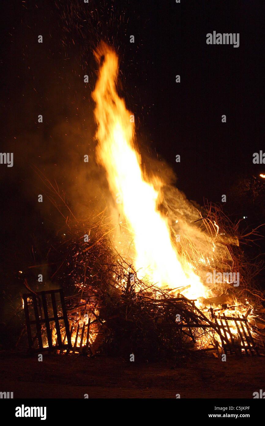 Il fuoco nella notte Immagini Stock