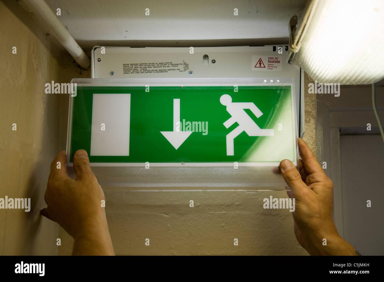 Elettricista qualificato installazione di illuminazione di