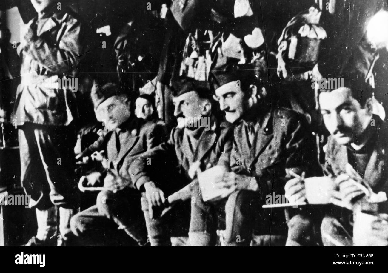 I soldati italiani impegnati in campo di concentramento tedesco dopo il 11 settembre 1943 Immagini Stock