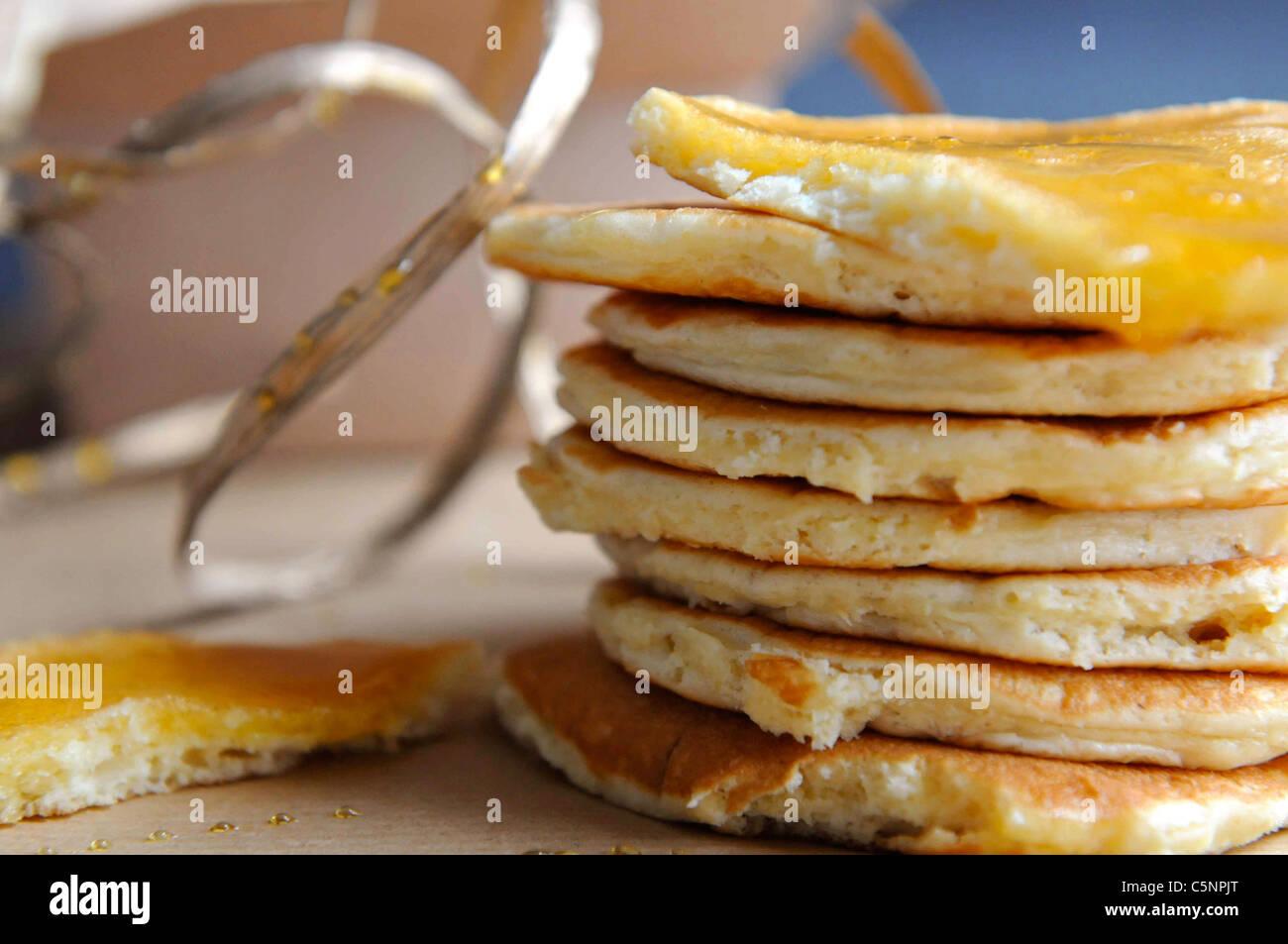 Pancake con sciroppo di marple Immagini Stock