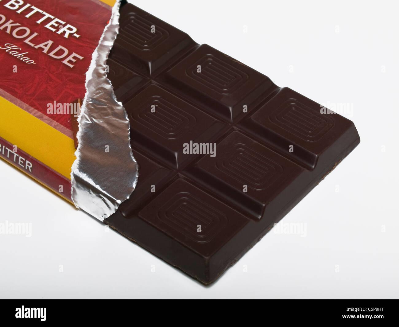 Detailphoto einer Tafel Bitterschokolade   Dettaglio foto di un Dark chocolate bar Immagini Stock