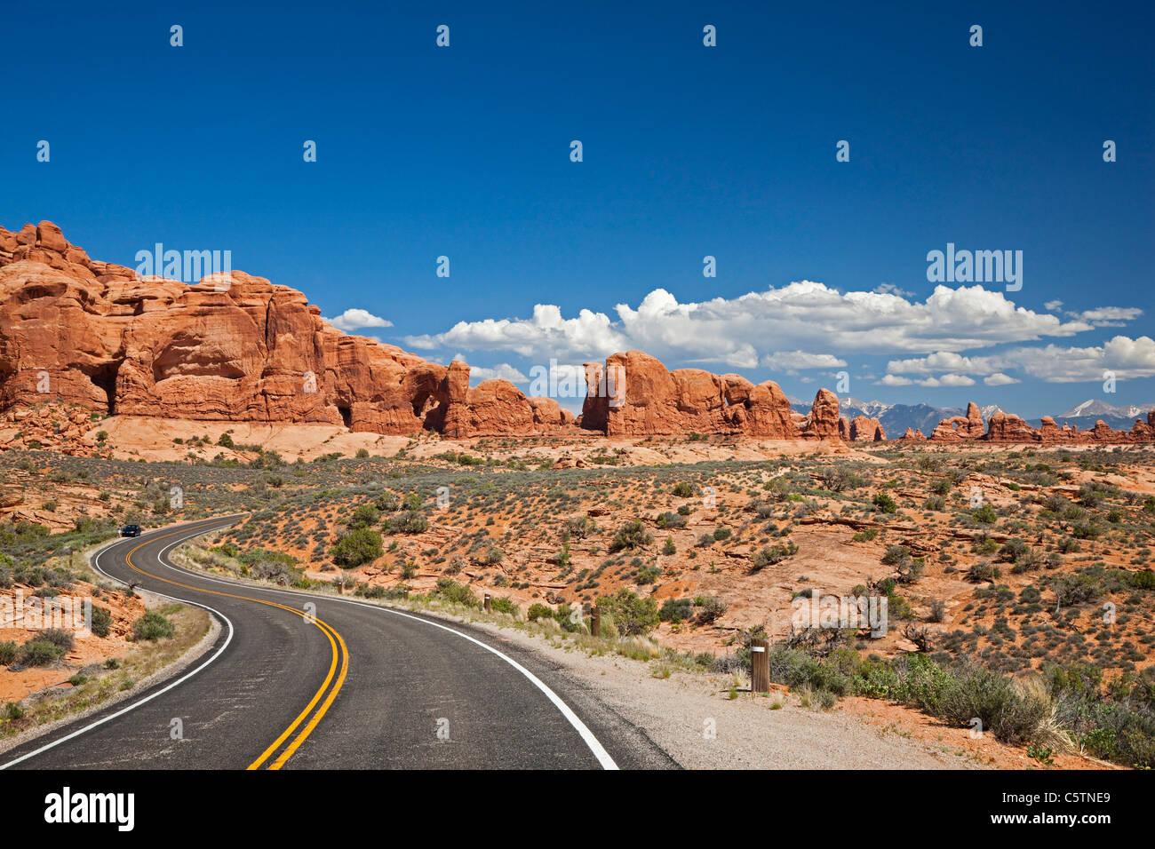 Stati Uniti d'America, Utah, Arches National Park, strada per la sezione di Windows Immagini Stock
